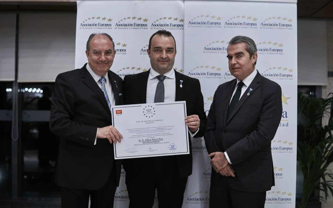 Alberto Piñol, CEO de Grupo Esneca, recibe la Medalla de Oro al Mérito en el Trabajo