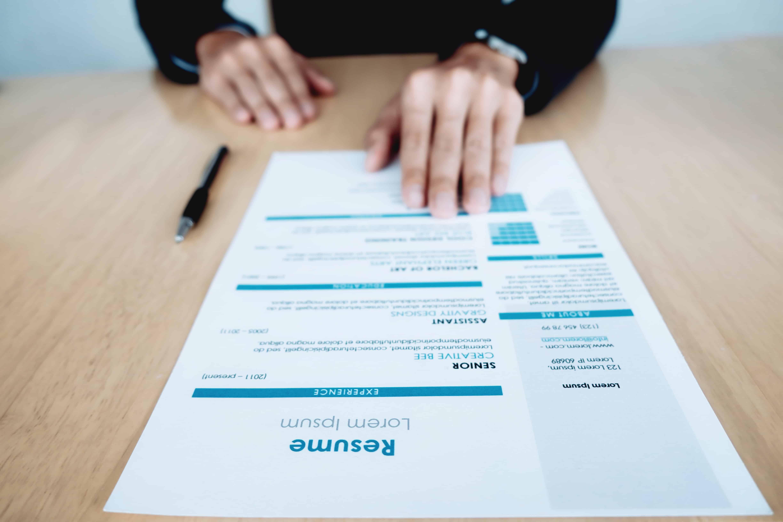 Qué incluir y qué no en tu currículum vitae - Grupo Esneca